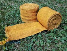 Beinwickel gefärbt mit Zwiebelschale  leg wraps coloured with onions