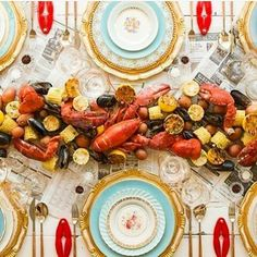 """If you can feed one, you can feed 100!"" I love feeding others and just look at this elegant as all get out - a scrumptious seafood boil is the centerpiece de resistance! #food #seafood #feedgoals #feedothersfirst #regran"