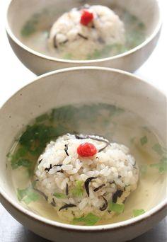 Hijiki Seaweed Rice in Broth 伊勢ひじき御飯の梅出し茶漬け