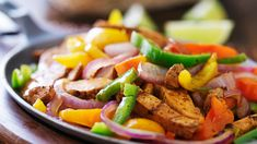 Grilled Chicken Fajitas from Try These 11 Quick and Healthy Grilled Chicken Recipes - Healthy Grilled Chicken Recipes, Healthy Recipes, Skinny Recipes, Chicken Fajita Rezept, Chicken Chili, Pollo Chicken, Creamy Chicken, Pcos Meal Plan, Fajita Seasoning Mix