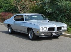 1970 Pontiac GTO super rare 455 h0... This was Rosie's natural hair color lol