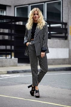 Suit with stripes in black and white.