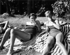 marianne breslauer Androgynous Women, Androgyny, Figure Photography, Berlin Photography, Inspiring Photography, Vintage Photographs, Vintage Photos, Bathing Beauties, Weimar