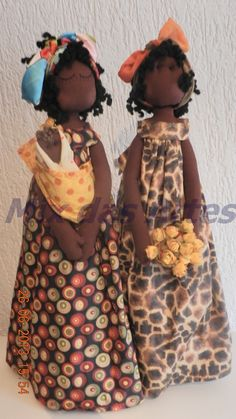 "Africanas de tecido...by Mix das Artes....(i can also picture these ""sisters"" in hawaiian muumuus, too! they are so darn CUTE!)...."