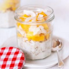 Mango, coconut and chia overnight oats - Healthy Food Guide Coconut Milk Drink, Raw Coconut, Healthy Breakfast Recipes, Healthy Recipes, Healthy Food, Porridge Toppings, 300 Calorie Dinner, Chia Overnight Oats, Oatmeal Recipes
