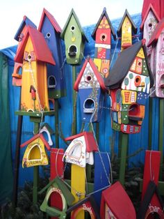 These would be fun to paint-build a little bird house village in a corner.and a fence backdrop is nice. Tableau Pop Art, Wood Crafts, Diy Crafts, Bird Houses Painted, Bird House Kits, Bird Boxes, Garden Crafts, Fairy Houses, Yard Art