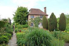 Voorbeelden tuin: 10 verrassende tuinvoorbeelden | TuinTuin Garden Inspiration, House Styles, Outdoor, Home Decor, Outdoors, Decoration Home, Room Decor, Outdoor Games, The Great Outdoors