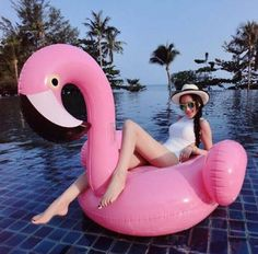 Flamingo Float Pool Toy Adult Kids Inflatable Pink Beach Ride-On Summer Foto Flamingo, Flamingo Float, Flamingo Pool, Pool Fotografie, Pool Toys For Kids, Swimming Pool Pictures, Beach Rides, Pool Photography, Pink Beach