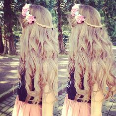 hair styles for long hair <3 love the flowers!