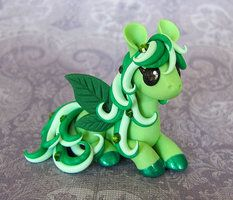 Leaf Pegasus Giveaway by DragonsAndBeasties on DeviantArt Polymer Clay Kunst, Polymer Clay Dragon, Cute Polymer Clay, Polymer Clay Animals, Cute Clay, Fimo Clay, Polymer Clay Projects, Polymer Clay Charms, Polymer Clay Creations