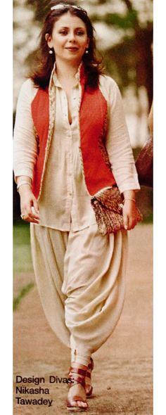Defining the Grace of Punjabi Suits Pakistani Dresses, Indian Dresses, Indian Outfits, Indian Clothes, Kurta Designs, Blouse Designs, Dress Designs, Indian Attire, Indian Wear