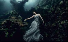 O resultado é deslumbrante e meio assustador. Para provar que fez as fotos do fundo do mar em Bali, Von Wong produziu um vídeo em que mostra os bastidores desse trabalho
