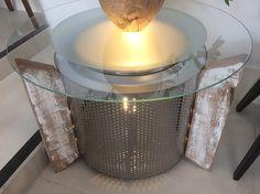 Mesa Tambor Viga. Tambor de aço Inóx de máquina de lavar roupa com pintura eletrostática, pé de viga antiga de demolição e vidro de 6mm de espessura, jateado. Iluminação interna.   www.designzero5.com  https://www.facebook.com/Design-Zero5-900721836697242/