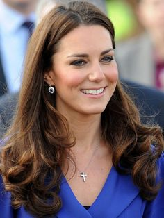Got medium brown hair? How to add Kate Middleton-style dimension and warmth to your colour (the DIY way!) http://beautyeditor.ca/2014/01/23/medium-brown-hair-with-highlights/