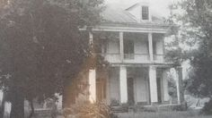 East Bank of great river rd, LA. Destroyed by Hurricane Betsy, 1965 Abandoned Plantations, Louisiana Plantations, Plantation Homes, Old Mansions, Abandoned Mansions, Abandoned Places, Gothic Revival Architecture, Architecture Old, Celebrity