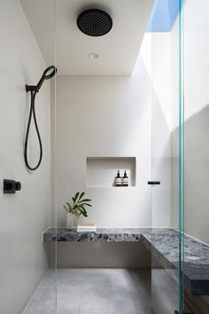 Large shower with lots of light and a natural stone bench Contemporary Shower, Contemporary Bathroom Designs, Natural Stone Bathroom, Stone Shower, Toilet Design, Large Shower, Bathroom Interior Design, Commercial, Bathroom Ideas