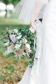 lush bouquet by Taylormade Wedding and Event Flowers | Catherine Ann Photography | Glamour & Grace