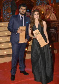 Arjun Kapoor and Alia Bhatt pose happily with their awards at the Big Star Entertainment Awards 2014. #Bollywood #Fashion #Style #Beauty