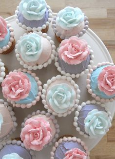 DreamDecorDesign.com <3 Pink and Blue Rose Cupcakes