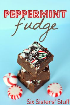 peppermint fudge recipe from @sixsistersstuff | This is the perfect combo of chocolate and peppermint. Great for your Christmas cookie exchange