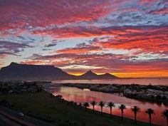 Gorgeous photo of sunset over Table Mountain, Cape Town, taken from Woodbridge Island Milnerton. Pic by Johannes Koering Most Beautiful Cities, Beautiful World, Table Mountain Cape Town, Port Elizabeth, Johannes, Out Of Africa, Pictures To Paint, Painting Pictures, Africa Travel