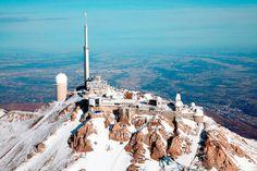 Le Pic du Midi de Bigorre : Idéee week-end : On peut monter à pied, en été, par des sentiers de randonnées en 2 h de marche depuis le col du Tourmalet. Au sommet, la terrasse Baillaud est en libre accès. Pour visiter le reste du site, l'entrée est à 18 € par adulte. Finir au spa Aquensis pour se prélasser...