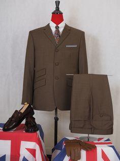 Brown Suits For Men, Linen Suits For Men, Beige Suits, Blue Suit Men, Mod Fashion, Mens Fashion Suits, 1960s Fashion, Slim Fit Suits, Tailored Suits