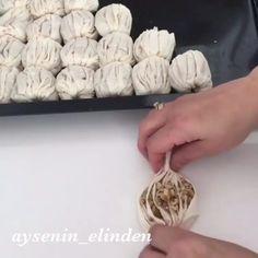 """2,531 Beğenme, 25 Yorum - Instagram'da Eda'nın Önerisi❤️ (@edaninonerisi): """"Hayırlı günler 💕 @aysenin_elinden #lezzetlitarifler Çok pratik ve lezzetli bir tatlı oldu👌🏻 Hazır…"""" Arabic Dessert, Arabic Sweets, Turkish Recipes, Ethnic Recipes, Bread Shaping, Turkish Delight, Confectionery, Japanese Food, Food Art"""