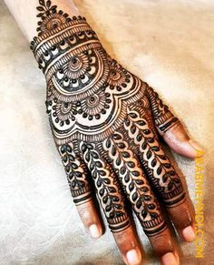 50 Most beautiful Back Hand Mehndi Design (Back Hand Henna Design) that you can apply on your Beautiful Hands and Body in daily life. Henna Flower Designs, Henna Tattoo Designs Simple, Back Hand Mehndi Designs, Latest Bridal Mehndi Designs, Legs Mehndi Design, Full Hand Mehndi Designs, Henna Art Designs, Mehndi Designs 2018, Mehndi Designs For Beginners