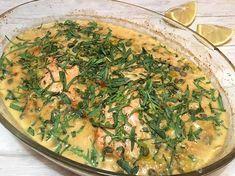 Jeg er ikke gravid eller har på anden måde fået vild trang til estragon. Jeg kunne blot kun få kæmpebundter, da jeg købte estragon forleden dag og da vi jo er imod madspild. Ja, så må du altså finde dig i 2 opskrifter med frisk estragon i rap - en med kylling forleden dag og her en med la Fish Dishes, Main Dishes, Seaweed Salad, Quiche, Broccoli, Seafood, Buffet, Brunch, Food And Drink