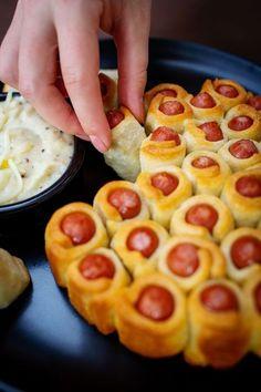 Párky v těstíčku s domácím sýrovým dipem