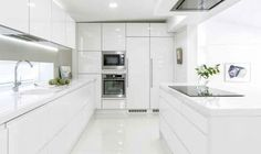 👑GlaMBarbiE👑 All white kitchen Grey Kitchen Designs, Kitchen Room Design, Home Room Design, Modern Kitchen Design, Home Decor Kitchen, Interior Design Kitchen, Home Kitchens, Luxury Kitchens, White Gloss Kitchen