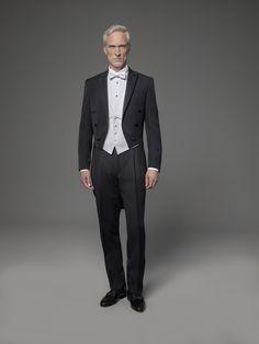 """Der Frack kommt dann zum Tragen, wenn der Dresscode Ihrer Einladung """"white tie"""" vorschreibt. Anlässe sind zum Beispiel große Opernbälle. Harris Tweed, Men Formal, Formal Wear, Dress Code, Mens Tux, Disney Renaissance, Ivy Style, Frack, Wedding Suits"""