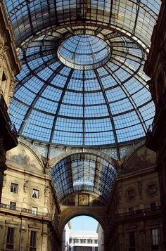 As someone who could spend twenty four hours in a shopping mall, the Galleria Vittorio Emanuele II would be the perfect place for me to shop (window-shop if we are talking Prada!), have cake and coffee and when dining - a pizza at Pizzeria Spontini! This stunning building with it's glass dome would also really interest my dad - who is an architect!