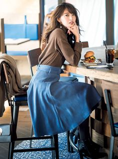 Girl in blue skirt eating at counter Long Skirt Fashion, Modest Fashion, Girl Fashion, Fashion Outfits, Womens Fashion, Stylish Summer Outfits, Pause, Japan Fashion, Autumn Winter Fashion