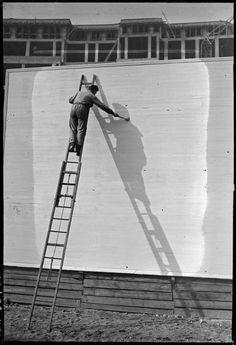 André Kertész, Peintre d'ombre, 1926 Négatif gélatino-bromure d'argent noir et blanc sur support souple Donation André Kertész, Ministère de la culture (France), Médiathèque de l'architecture et du patrimoine, diffusion RMN-GP