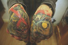 Wolf and Owl Hand And Finger Tattoos, Hand Tattoos, Tattoo Ink, Tatoos, Animal Tattoos, Piercing, Body Art, Hands, Beauty