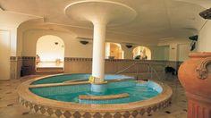 Ischia, Lacco Ameno. L'hotel dispone di un fantastico reparto cure termali, che offre i migliori trattamenti. Godetevi la sensazione di benessere del corpo e rilassatevi in una splendida cornice. Grand Hotel Terme Augusto***** su https://www.spadreams.it/offerte/italia/ischia/lacco-ameno/grand-hotel-terme-di-augusto/ #ischia #laccoameno #italia #terme #benessere #curetermali
