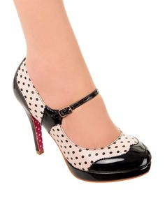 New Retro Vintage Style Banned Mary Jane Black Polka Dot Heels Pin Up Rockabilly Pretty Shoes, Beautiful Shoes, Cute Shoes, Vintage Heels, Mode Vintage, Vintage Style, Retro Vintage, Vintage Shoes Women, Pin Up Shoes
