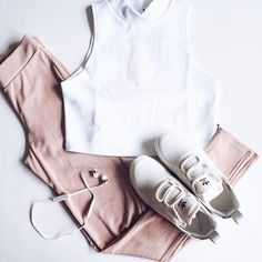 Obsessed with this color-combo  Find where to buy at www.linnjacobsson.se…