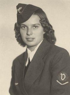 Luftwaffenhelferin ( Female Luftwaffe Auxiliary).