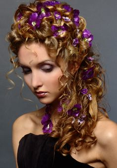 Google Image Result for http://1.bp.blogspot.com/-jUxlhrP3QIM/T01H510AxyI/AAAAAAAAASk/wPNue3A9pm0/s1600/wedding-hairstyles-with-flowers-7.jpg