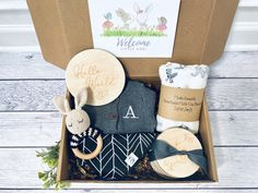 Best Baby Gifts, Baby Boy Gifts, Gifts For Boys, Baby Shower Gifts, Baby Gift Box, Baby Box, Diy Bebe, Welcome Baby, Unique Baby