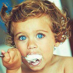 This child is soooooooooooo cute. :)