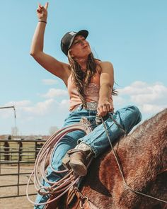 Cowgirl Jeans, Cowgirl Style, Rodeo Outfits, Western Outfits, Cowgirl Pictures, Cute Pictures, Cute N Country, Country Girls, Western Pleasure Horses