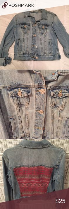 Jean Jacket Light-medium rinse jean jacket from American Eagle with a print on the back. Can be worn in all seasons virtually with anything. Only worn one time! American Eagle Outfitters Jackets & Coats Jean Jackets