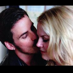 OH MY JUST PLEASE GET MARRIED ALREADY. PLEASE SOMEONE SHOT ME IN THE FACEEEEE!! ❤❤❤ #ouat #onceuponatime #otp
