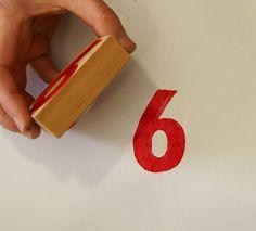 estampar sello empapado en pintura acrílica