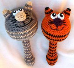 Погремушки ручной работы, связанны из натуральных ниток и станут вашим малышам первыми друзьями! Это-хороший вариант игрушки в подарок новорожденному и малышу до 2-3 лет. Детки с самого рождения следят за тем,что происходит вокруг,всепогремушки ,сразу привлекут внимание малыша. Вдобавок-они нерезко… Crochet Ball, Crochet Baby Toys, Crochet Amigurumi, Crochet Toys Patterns, Cute Crochet, Crochet For Kids, Stuffed Toys Patterns, Handmade Baby, Handmade Toys