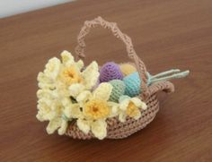 Easter basket and daffodils - free crochet pattern